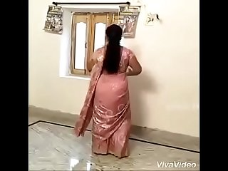 Sexy hot Aunty doing Desi Mujra
