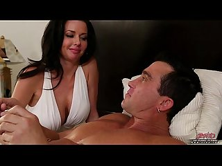 Brunette milf experinced in riding