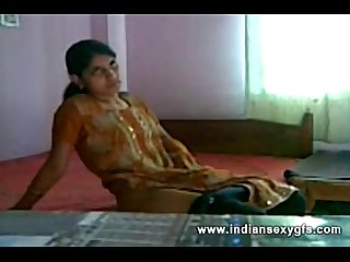 Geethu nice show masturbating fucking herself off with fingers and Moaning indiansexygfs com