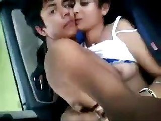 Desi kudi enjoying in car with bf