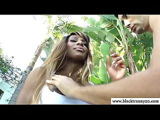 Shemale ebony outdoors sucked by lucky guy