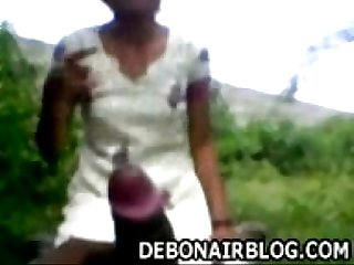 Innocent andhra girl gives blowjob outdoors