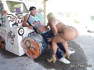 Curvy babe blondie fesser sucks strangers big cock