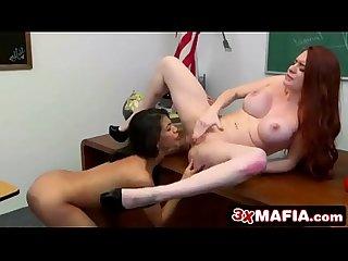 Los mejores videos de lesbianas chupando, escupiendo, orinando vaginas