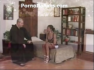 Frate porco scopa ragazza di colore - porno italiano Friar pig fucks black girl