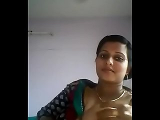 Desi bhabhi show white and big boobs