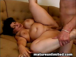 Mature slut gets fuck