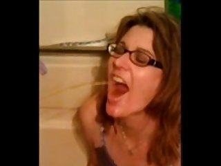 Amateur wife drinks 2 guys piss