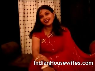 Indian housewife namrita rani sari stripping masturbation porn