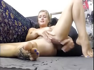 Titty cam com milf squirts on her feet and then licks it all in front of the webcam