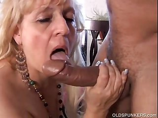 Mature bbw gives a great blowjob