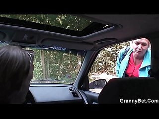 Old granny gets nailed in the car