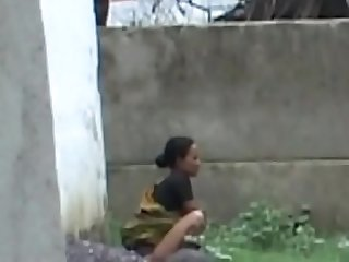 aunty backyard piss2