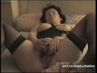 Bernadette 44 years masturbating and cumming