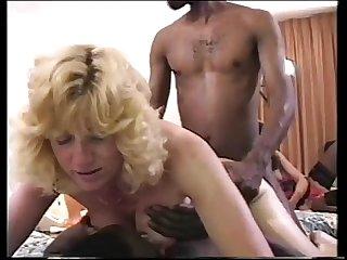 Comendo a esposa de corno 4