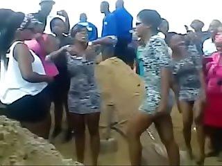 Amateur African hooker dancing