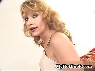 Heres A blonde haired Milf that must not have ha