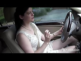 Yanks cutie savannah sly masturbates in the car