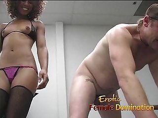 Lusty ebony slut makes a stiff cock cum by using her hands