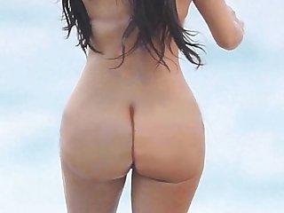Khloe kourtney kardashian kendall jenner topless http bit ly 1da1fb0