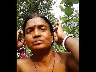 Desi gujrat Aunty fucked in jungal
