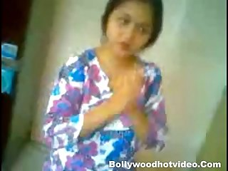Priyanka gupta indian girl homemade sex with boyfriend