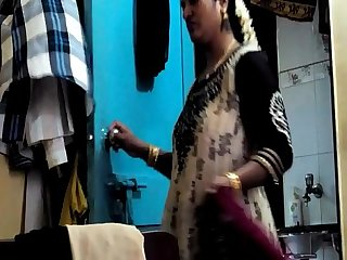 Desi randi bhabhi changing dress