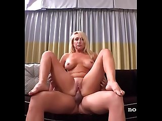 Sexy Mom I Met On Backpage Fucks My Cock So Good