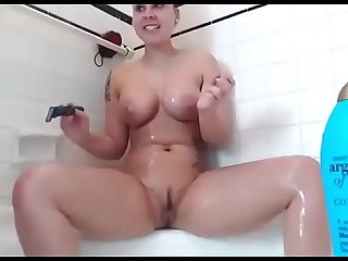 Sexy big boobs girl live shaving pussy on cam