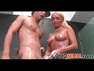 Hot mum takes advantage
