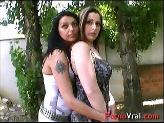 Deux lesbiennes se font baiser et se gouinent french amateur