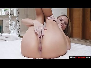 MILF stepmom hopped in a stepsons bad and sucks a cock