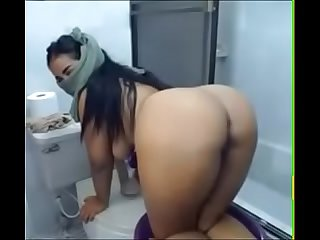 Arab muslim bitch showing boobs and big ass on webcam