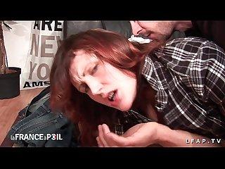 Sexy rouquine prise en double penetration pour son casting porno amateur