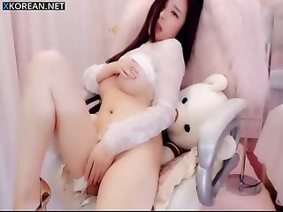 Beautiful Chinese girl masturbate on webcam