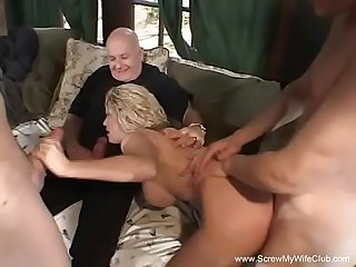 Anal 3some for blonde swinger