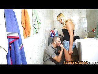 Travesti dotada pegando o tcnico
