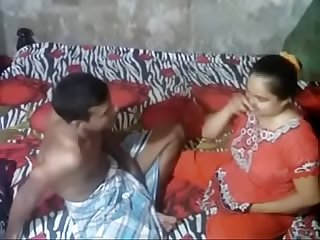 Desi aunty caught by handy camera
