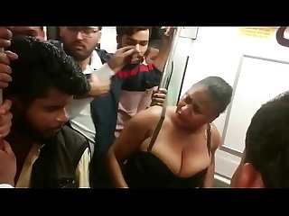 Nigerian BBW Removes her clothes in Delhi Metro