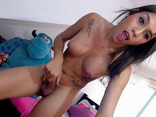 Amaziingdolltsx shemale jerking on datecameras com