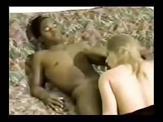 Mulher do corno se deliciando com outro macho