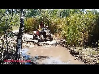 HD Thai Teen Heather geht atving in Paradies und bekommt riesige throatpie in quad