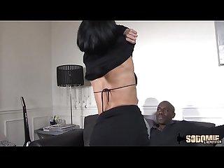 Elvira veut aller plus loin avec deux grosses bites
