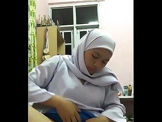 Anak gadis Ina Azrina