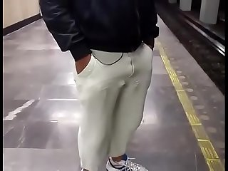 Subway bulge and ass, (bulgesen).