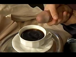 Do you want to milk in the coffe? It's tasty! - Quieres leche en el caf??..