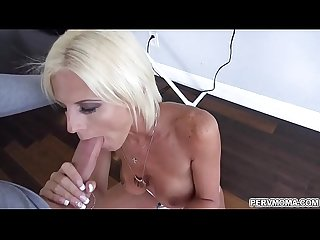 Step son enjoys Olivia Blus hot blowjob