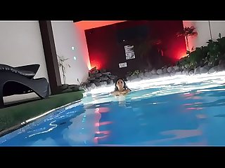 WEBCAM EN LA PISCINA MUY HOT 1er parte !!!!