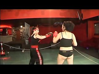 In a women boxing match the fighters prefers to fuck each other!