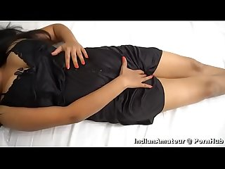SHILA BHABHI FENGRING HER PUSSY AND DIRTY TAKING IN HINDI